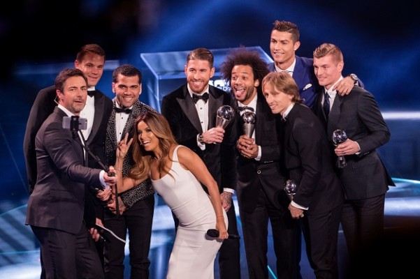 ZURICH, SWITZERLAND - JANUARY 09: Presenter Marco Schreyl takes a selfie with presenter Eva Longoria and the FIFA FIFPro World11 for 2016 during The Best FIFA Football Awards 2016 on January 9, 2017 in Zurich, Switzerland. (Photo by Philipp Schmidli/Getty Images)