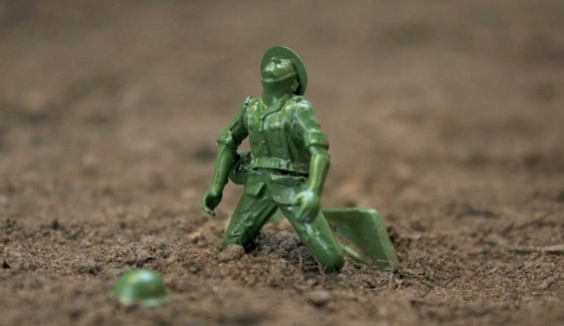 Toy-Soldiers_07