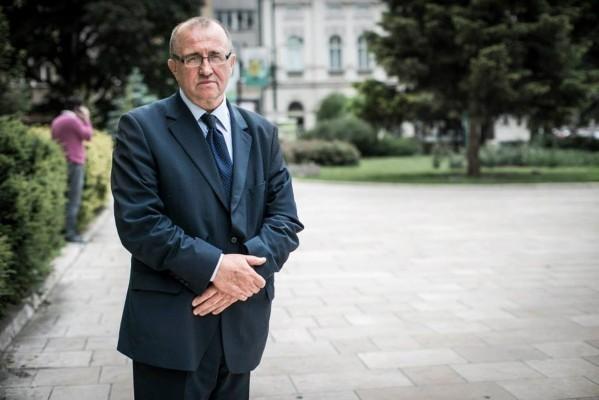 izudin-kesetovic-profesor-na-ekonomskom-fakultetu-u-tuzli-drzava-bez-para-vlast-bez-vizije_1454616863-599x400-599x400