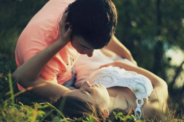 romantic-cute-sad-alone-couple-love-kiss-hugging-wallpapers-(1)