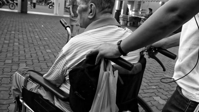 wheelchair-952183_1920