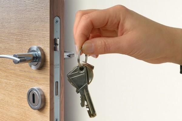 Kupovina-stana-vrata-kljucevi-670x447