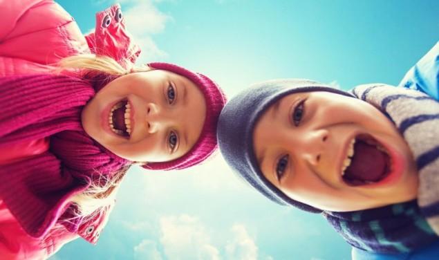 dječak djevojčica djeca veselje smijeh boje