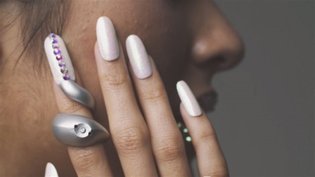 61446992-mobile-nails