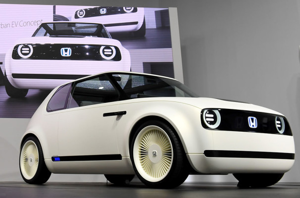 Honda Urban EV Concept is on display during the Tokyo Motor Show in Tokyo on October 25, 2017.   The motor show which started October 25 will run until November 5. / AFP PHOTO / TOSHIFUMI KITAMURA