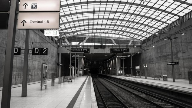railway-station-617994_1920