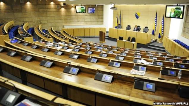 federalni-parlament-prazne-klupe (3)