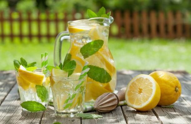 61489620-voda-limun-limunada