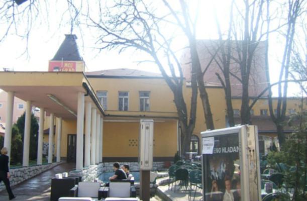 narodno-pozoriste-tuzla-696x456