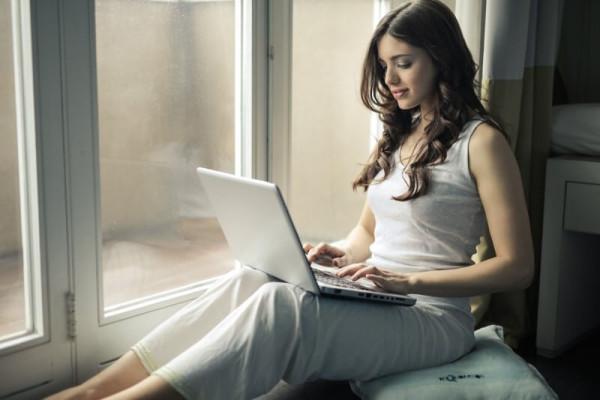 girl-woman-computer-1