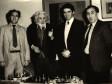 U društvu sa šahistima Petrosjan, Polugajevski i Kasparov, u kući Mujezinovića 1983