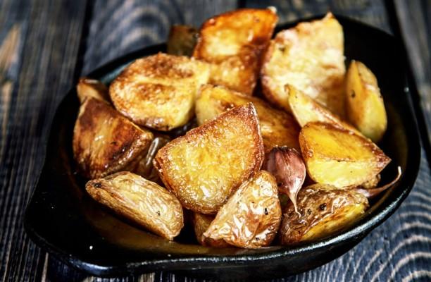 61637366-peceni-krumpir