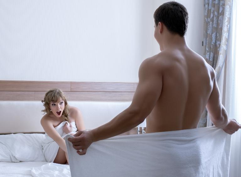 seks goli pod tušem